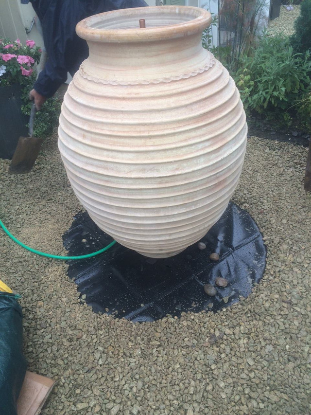install-a-garden-feature-putting-in-place