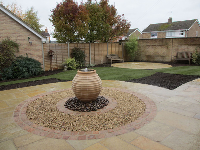 garden-water-feature-in-circular-patio