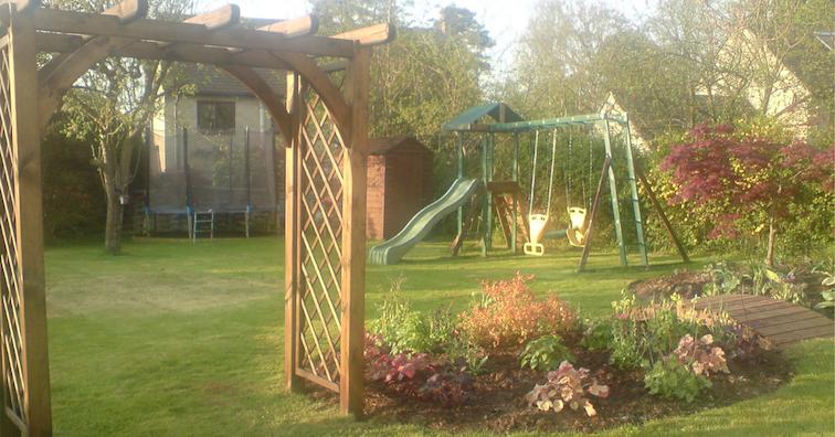 family-friendly-garden