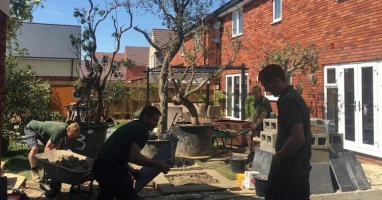 professional-gardeners-working