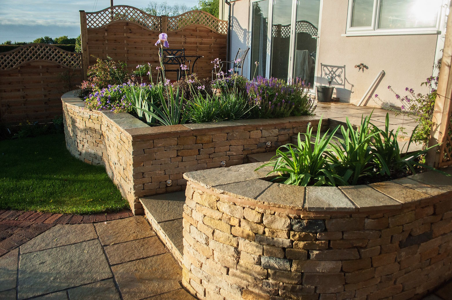 small-garden-with-dry-stone-wall