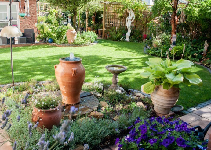 garden-design-ornaments-and-water-feature