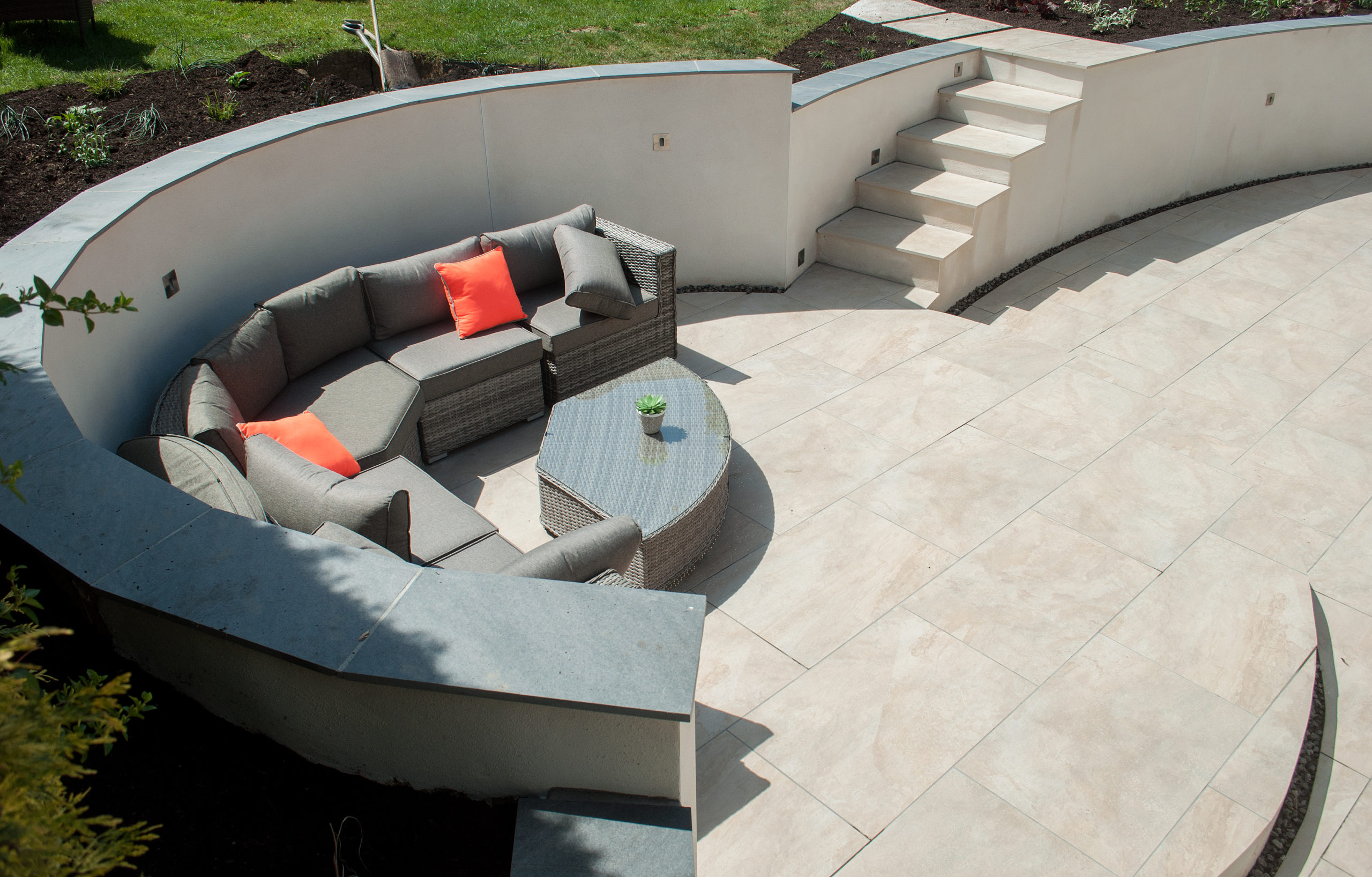 round-patio-with-seating-scaled